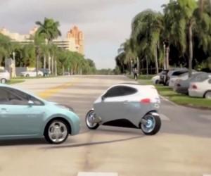 車とぶつかっても「転倒しない」電動バイクが開発される